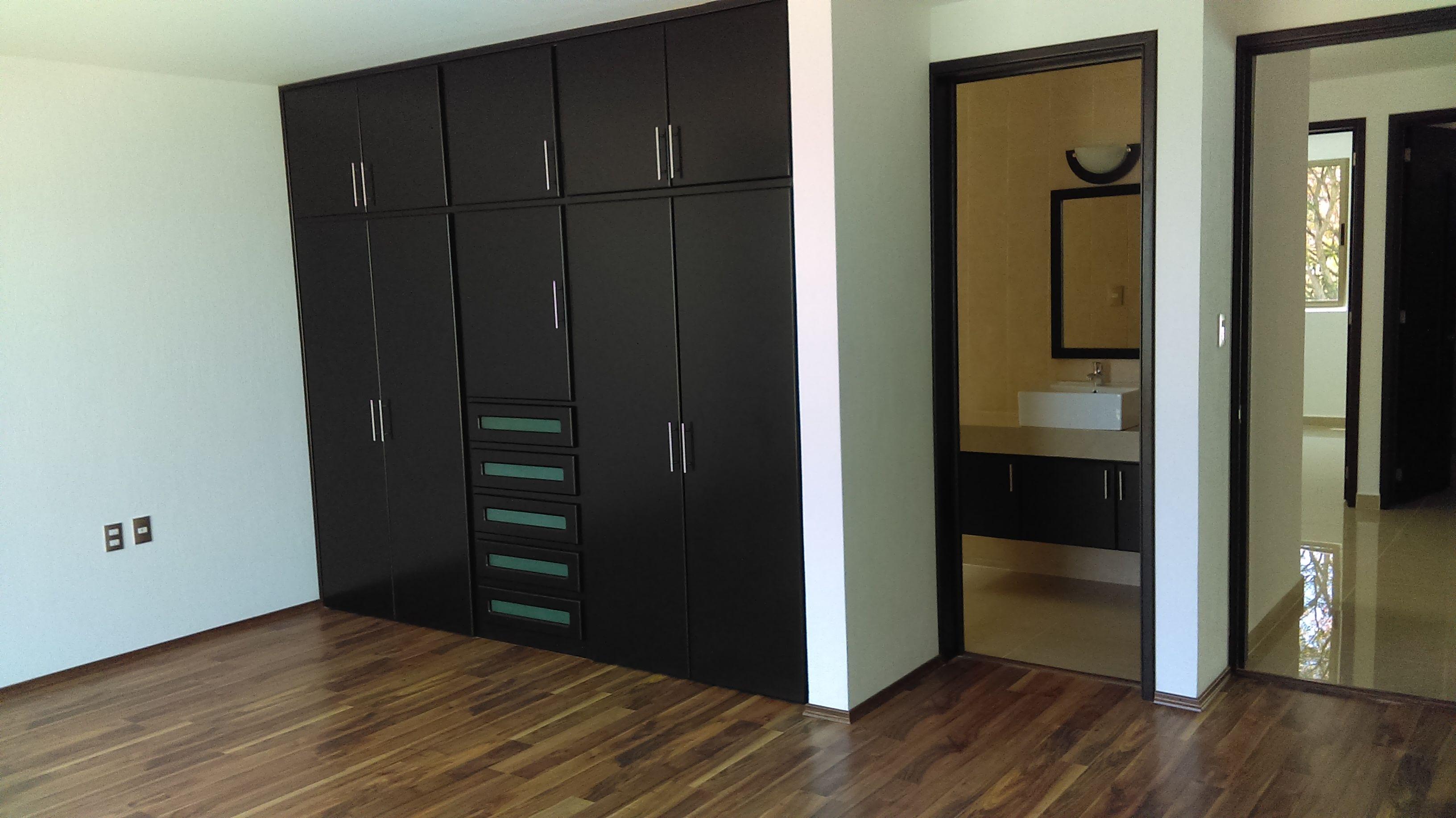 Recamara Principal Piso Laminado Closet Ba O En El Interior  # Muebles Tulancingo