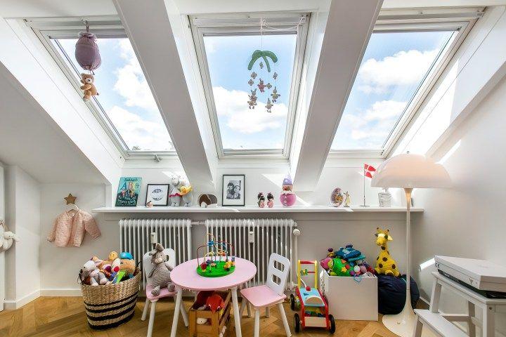 Ventanas inclinadas en el tejado decoracion pisos - Diseno pisos pequenos ...