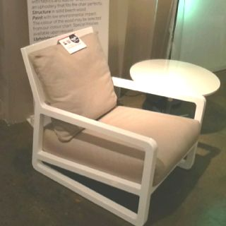 Contemporary lounger soooo comfortable and gorgeous! In high gloss white Called Lasella via Leif Peterson avail at 220 elm suite 328