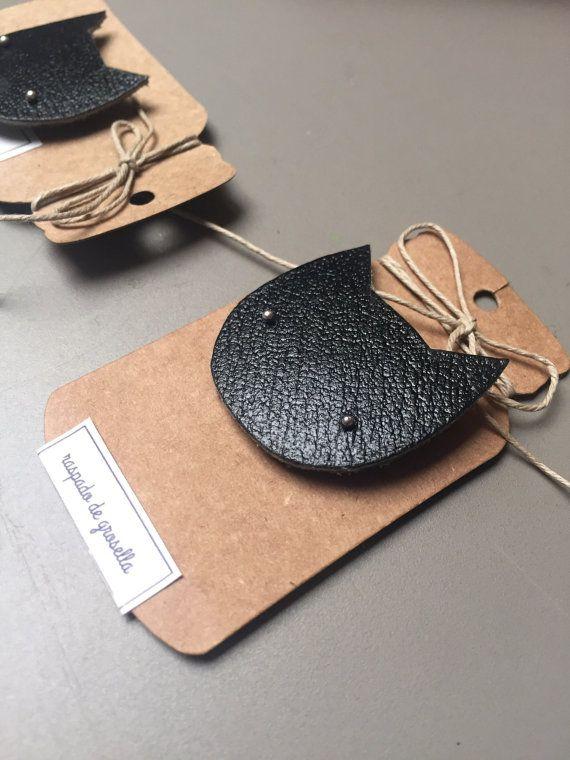 Broche chat noir en cuir Bijoux en cuir, Chutes de cuir