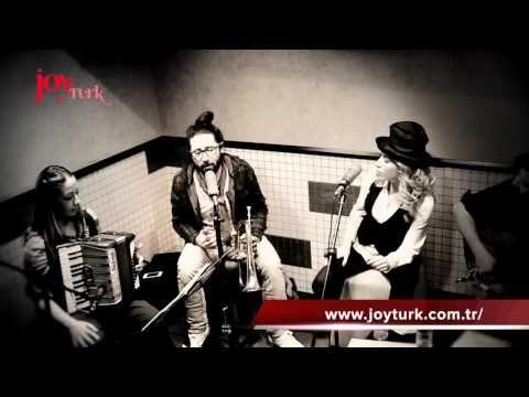 Burcu Gunes Eflatun Oflaya Oflaya Akustik Youtube Guclu Kadin Muzik