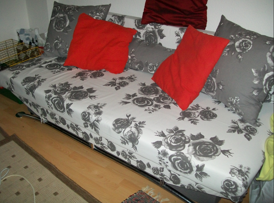 Couch-neu-beziehen-Sofa-mit-attraktiven-Blume-Bilder