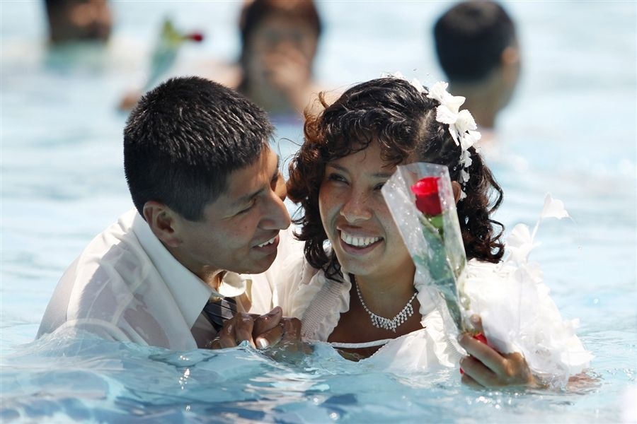 Valentine's Day is a popular time to say 'I do' (Photo: Enrique Castro-Mendivil / Reuters)