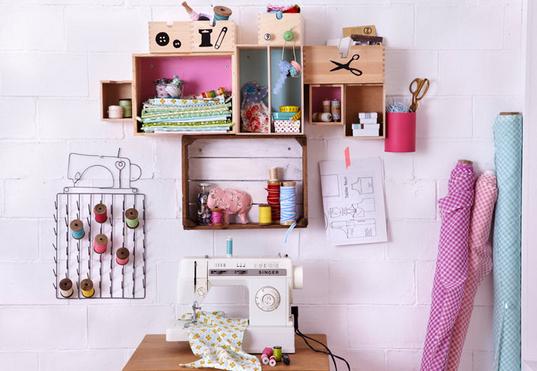 karton regal einige kartons z b schuhkartons obstkisten vom gem emarkt oder holzkisten in. Black Bedroom Furniture Sets. Home Design Ideas