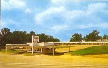 Tower Court Motel Poplar Bluff, MO Postcard