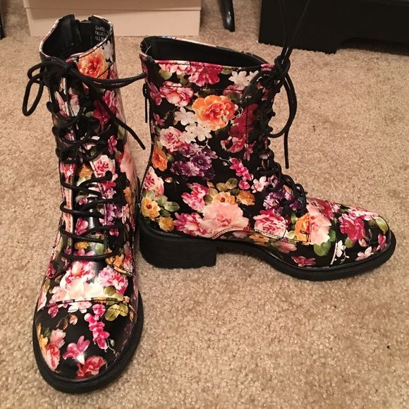 Combat boots Worn a twice. In great condition. Some creases from wear. Open to reasonable offers! Use offer button Shoes Combat & Moto Boots