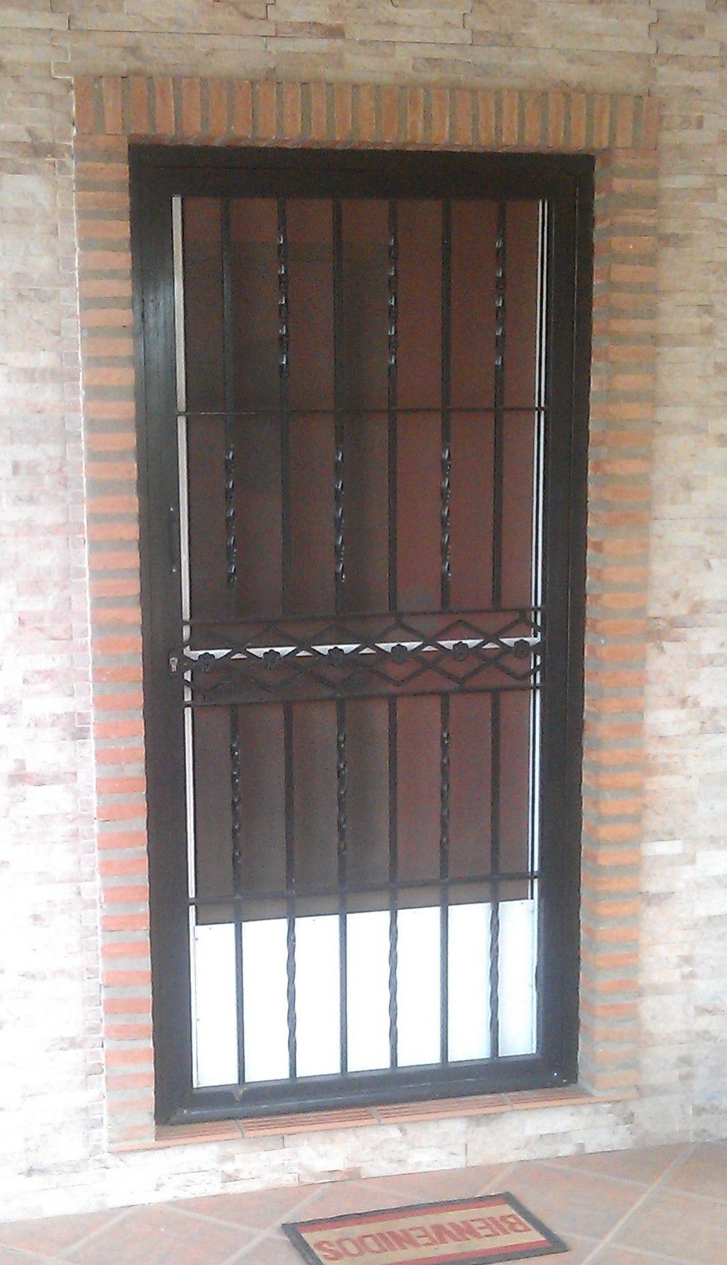 Puerta reja puertas de hierro pinterest puertas for Puertas hierro exterior