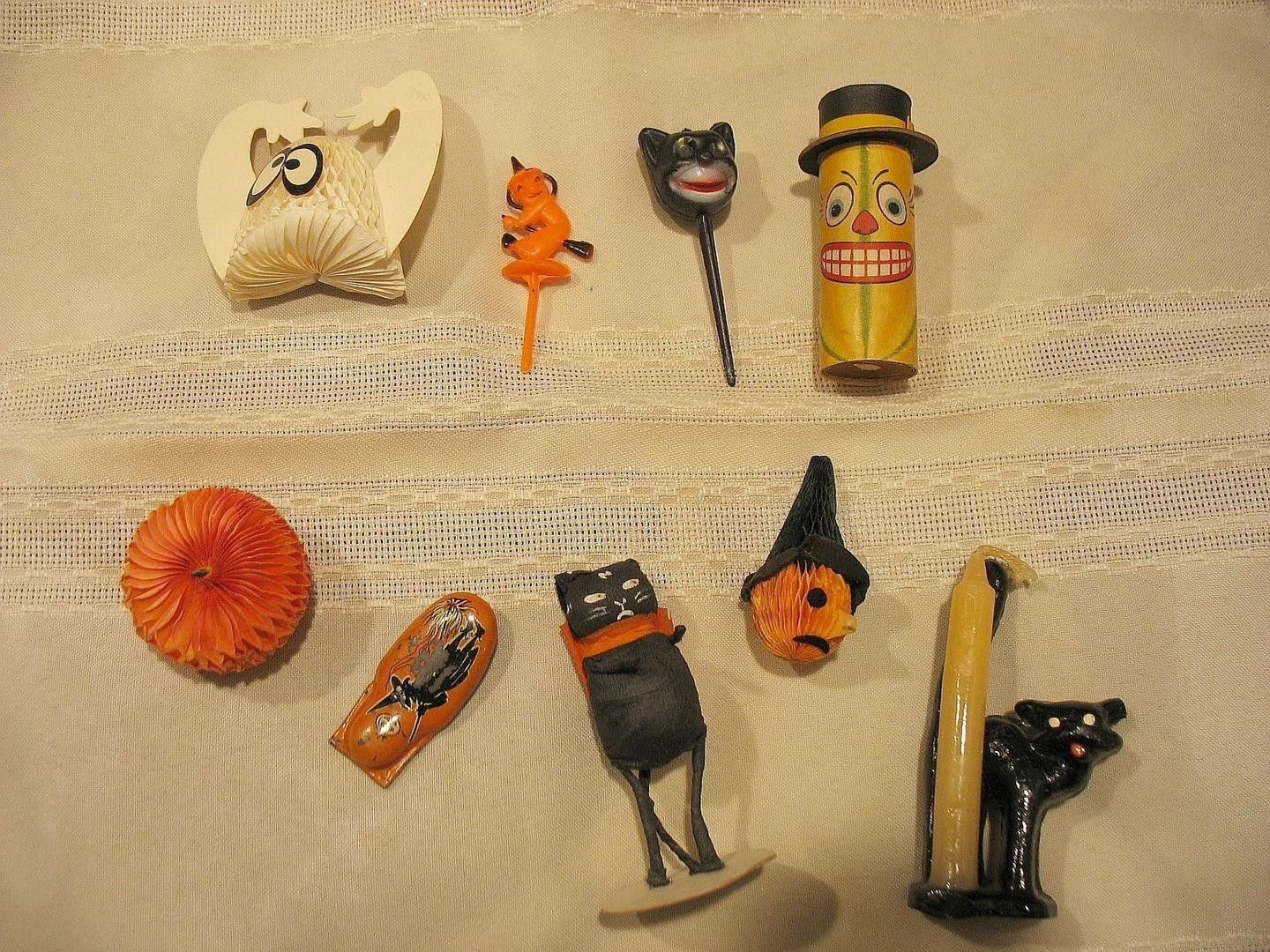 Vintage halloween decorations plastic - You Are Viewing 9 Old Vintage Halloween Decorations This Is A Lot Consisting Of Little Miniatures The Honeycomb Ghost Measures Is About Tall