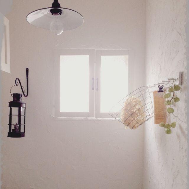 Mocoさんの 漆喰壁diy 窓枠 Diy ふうせんかづら 古いランタン