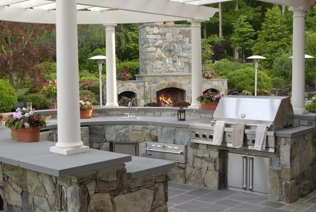 This Unique U Shaped Outdoor Kitchen Features Stone Construction Stainless Steel Appliances And Luxury Outdoor Kitchen Outdoor Kitchen Outdoor Kitchen Design