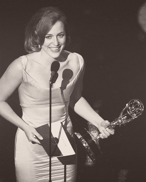 Gillian Anderson winning her Emmy award for playing Dana Scully in TXF.