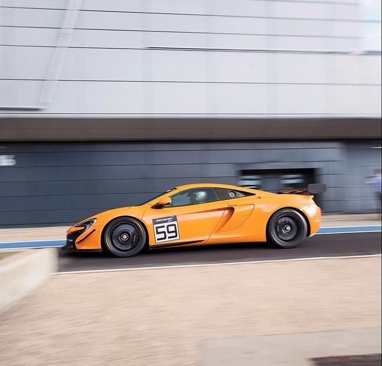 Stuck behind a computer and I only want to be out there hooning. @mclarenauto 650S Sprint  #supercar #supercars #track #weapon
