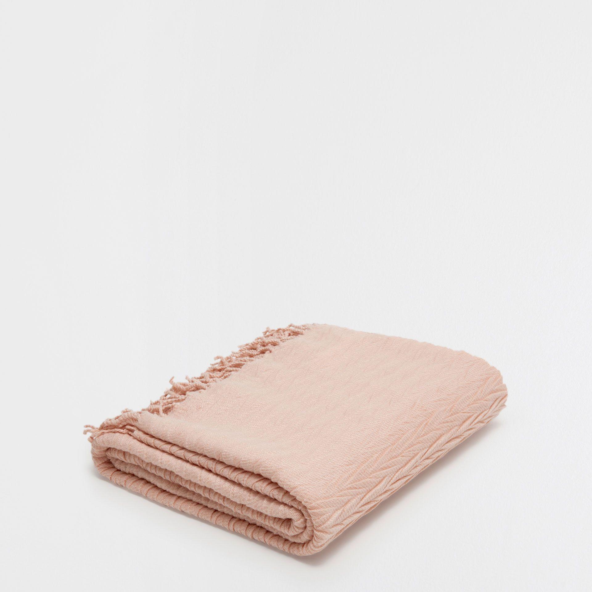 Zara Home Decke decke mit zierfalten und wellenmuster in rosa decken dekoration