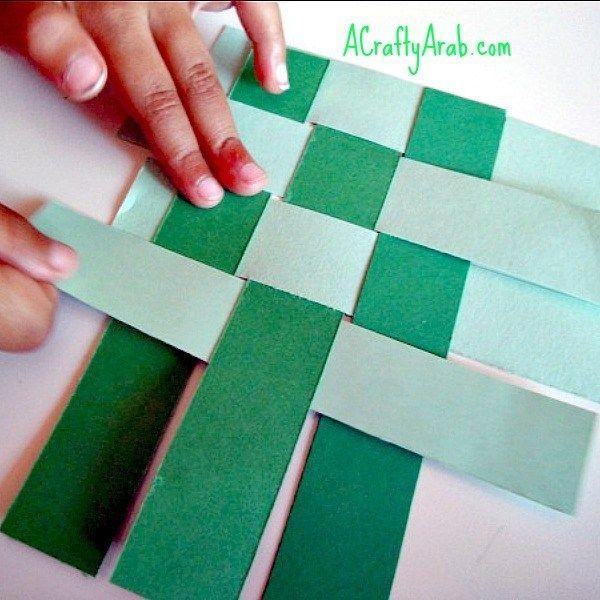 Ketupat Woven Card Tutorial By A Crafty Arab Card Tutorial Cultural Crafts Paper Craft Work