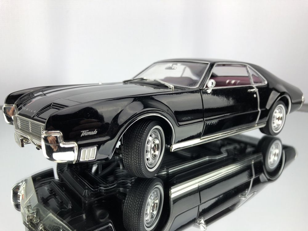 Road Signature 1966 Oldsmobile Toronado Black 1 18 Scale Diecast Classic Car Roadsignature Oldsmobile T Muscle Cars Oldsmobile Toronado American Muscle Cars