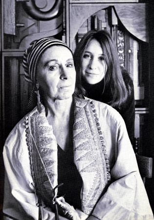 Artists - Louise Nevelson with her granddaughter Neith Nevelson ...