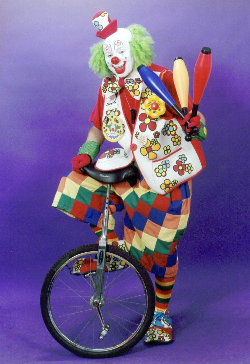 жонглирующий клоун на колесе картинка все нужные инстанции