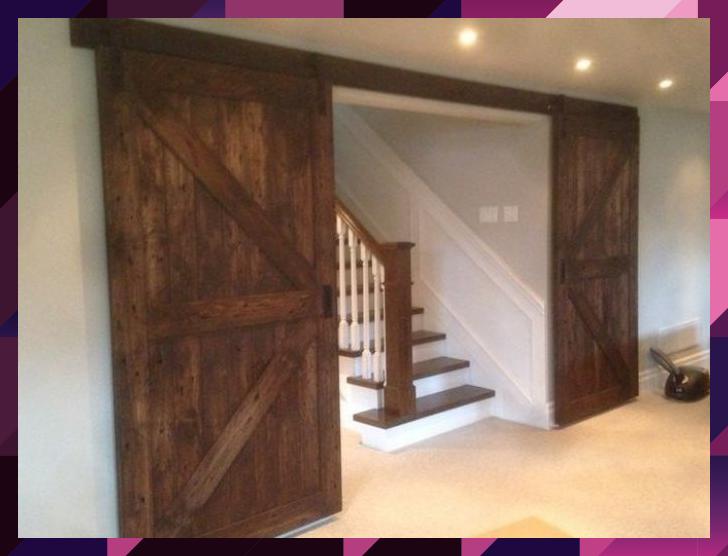 Photo of Schöne zweiteilige Scheunentür von Union Jack für einen Erholungsraum im Keller in einem n …, #barn # …