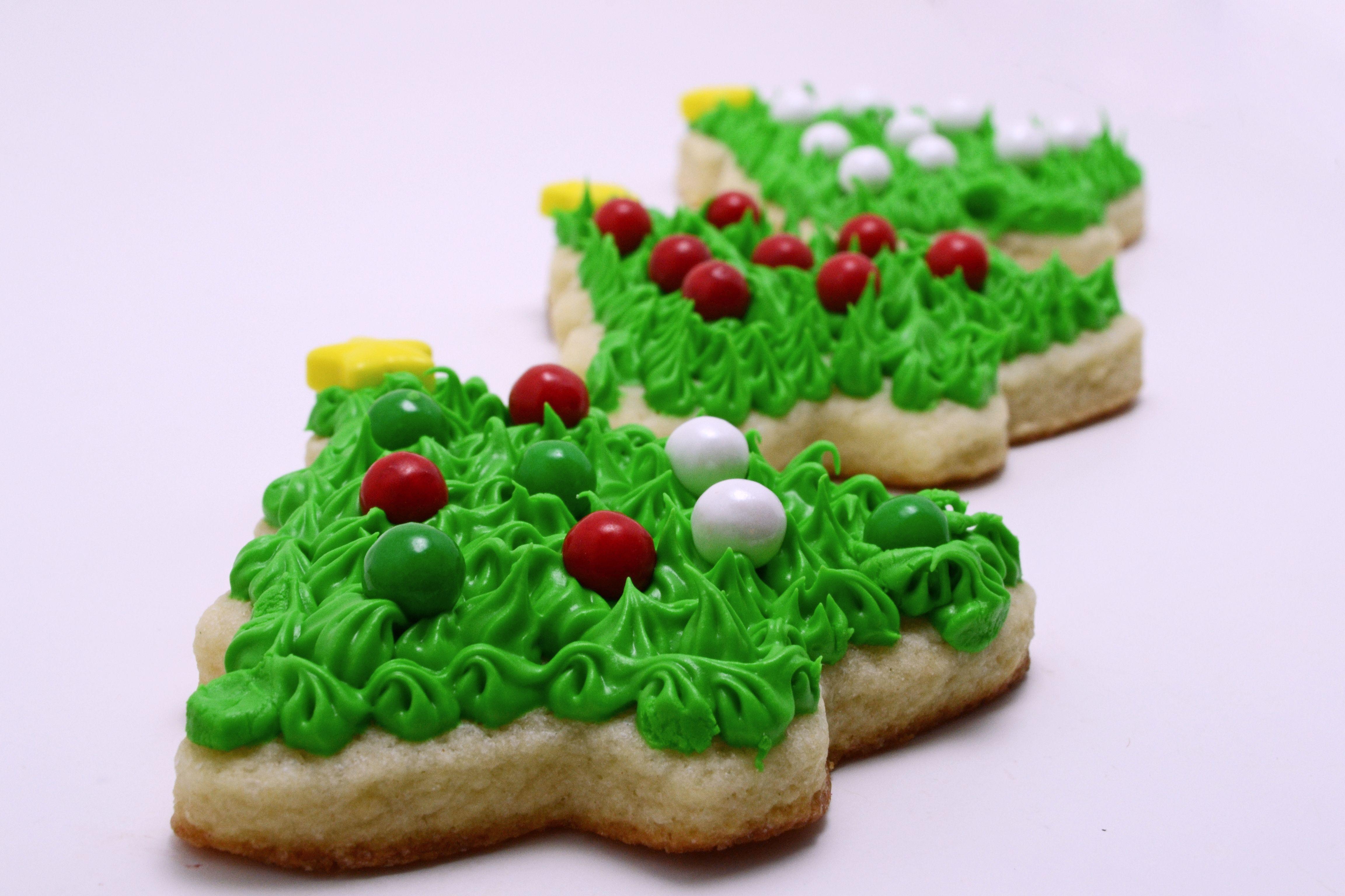 Celebration by SweetWorks Christmas Sixlets on tree cookies by http://savvysavingcouple.net/
