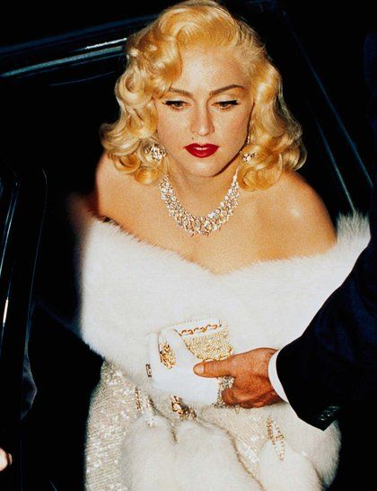 Madonna channelling old Hollywood glamour in Harry Winston diamond jewellery, 1991_GA