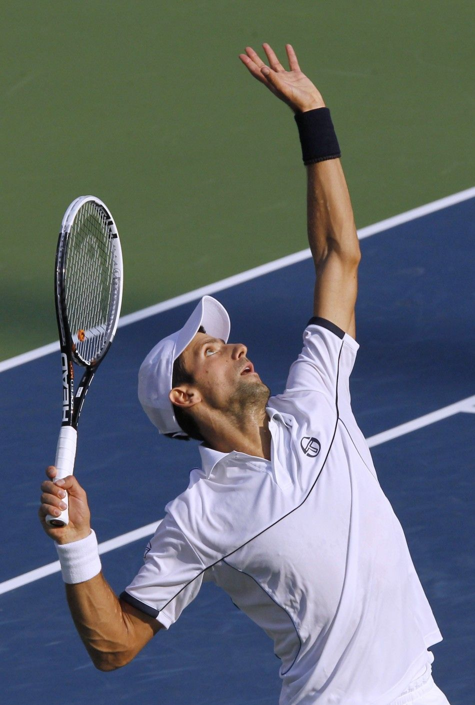 Novak Djokovic S Trophy Power Position On Serve Learnabouttennis Tennis Serve Tennis Workout Tennis