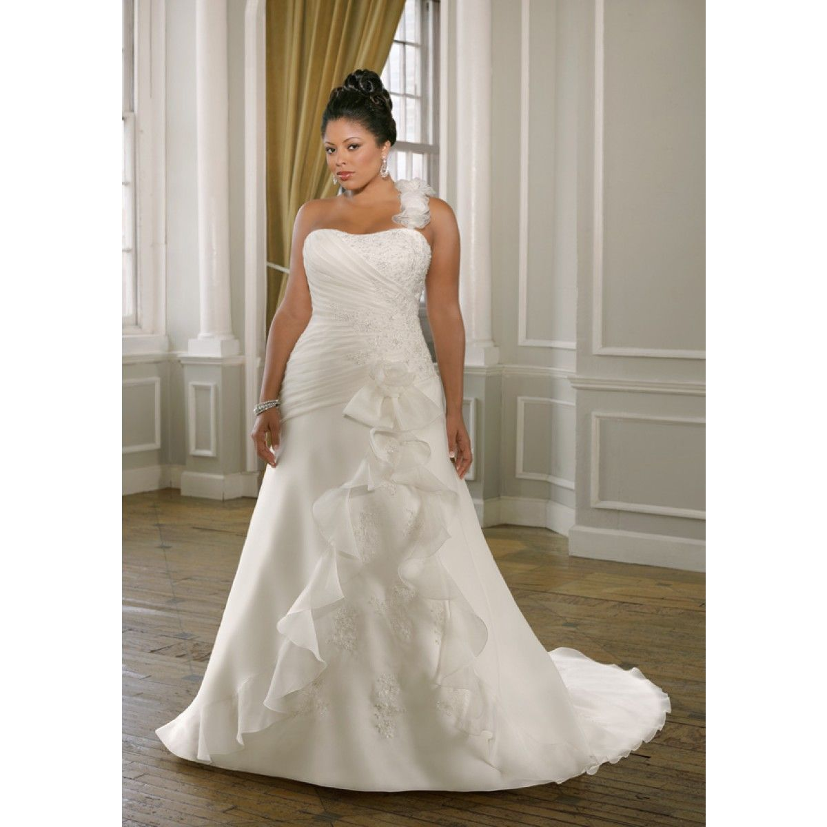 Gorgeous Plus Size A-line Organza Wedding Dresses With Beaded Lace Appliques and Detachable Strap