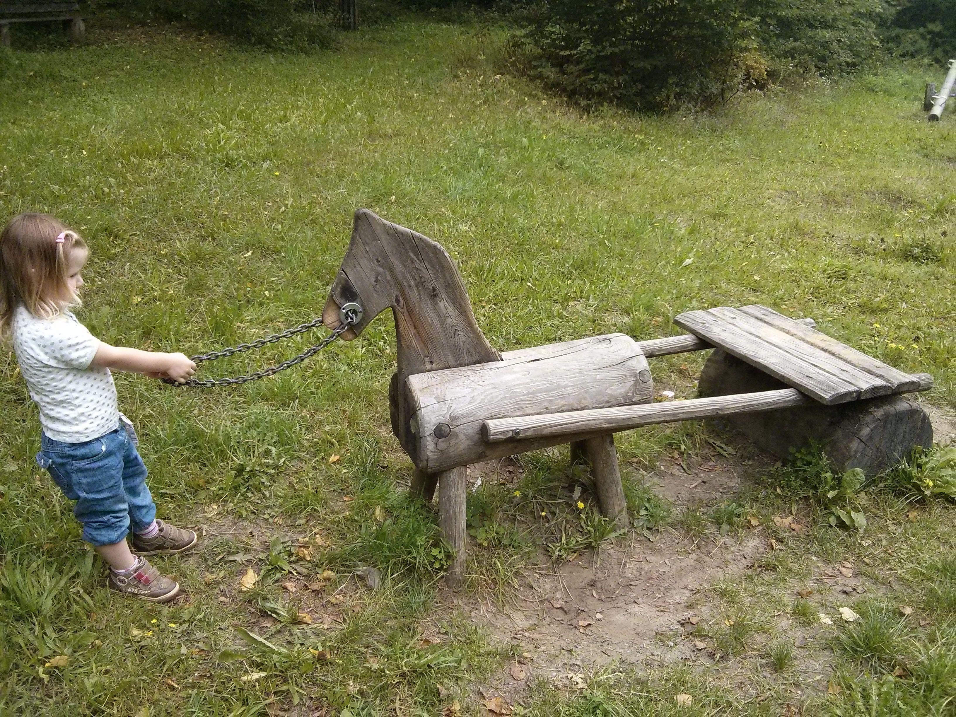 Der Waldspielplatz Fohrenberg Liegt Sehr Idyllisch In Den Westlichen Waldern Bei Augsburg Zwischen Rommelsried Und Biburg Ein Ausflug Ausflug Spielplatz Wald