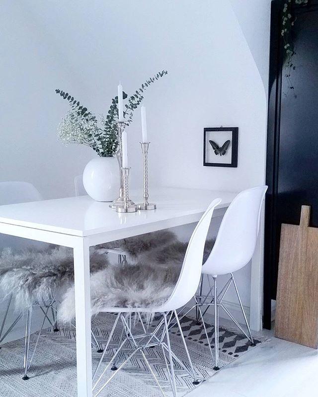 Guten Morgen!  Habt einen tollen Tag! . #goodmorning #gutenmorgen #küche #blackandwhite #eukalyptus #eames #interior4all #interior #onlyinterior #interior_magasinet #houseofideasküche