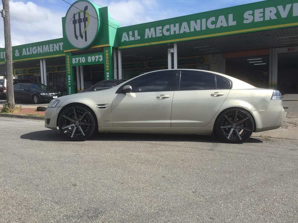 Ve Commodore Rolling Out On 20 X10 Vertini Dynasty