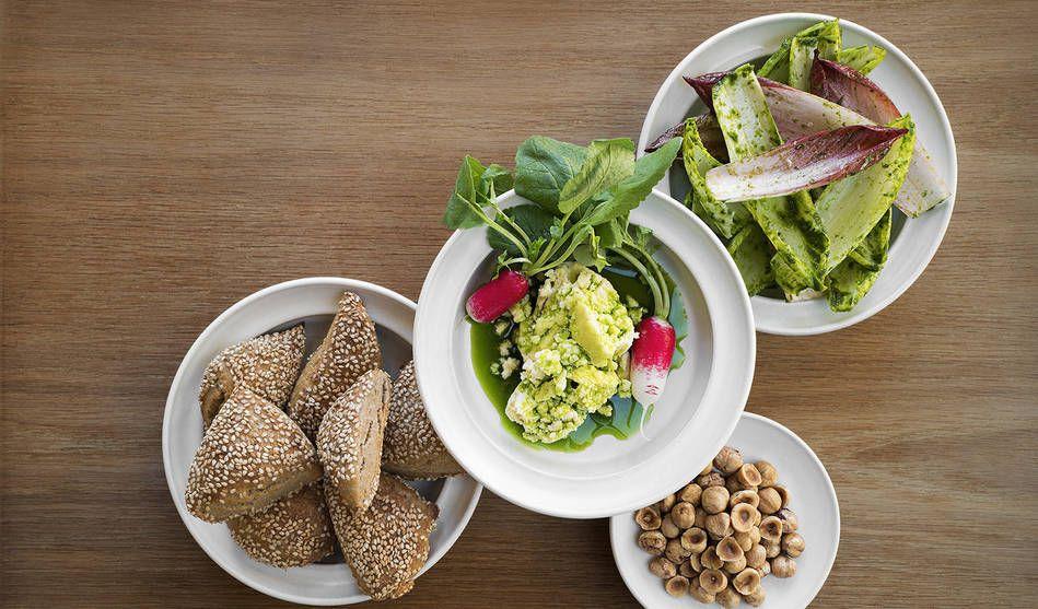 På Rutabaga ska Mathias Dahlgren bygga upp sin vision om framtidens kök med vegetariska rätter i världsklass. En avslappnad och livlig atmosfär med puls och högt tempo ska ge en varm och välkomnande restaurangupplevelse.