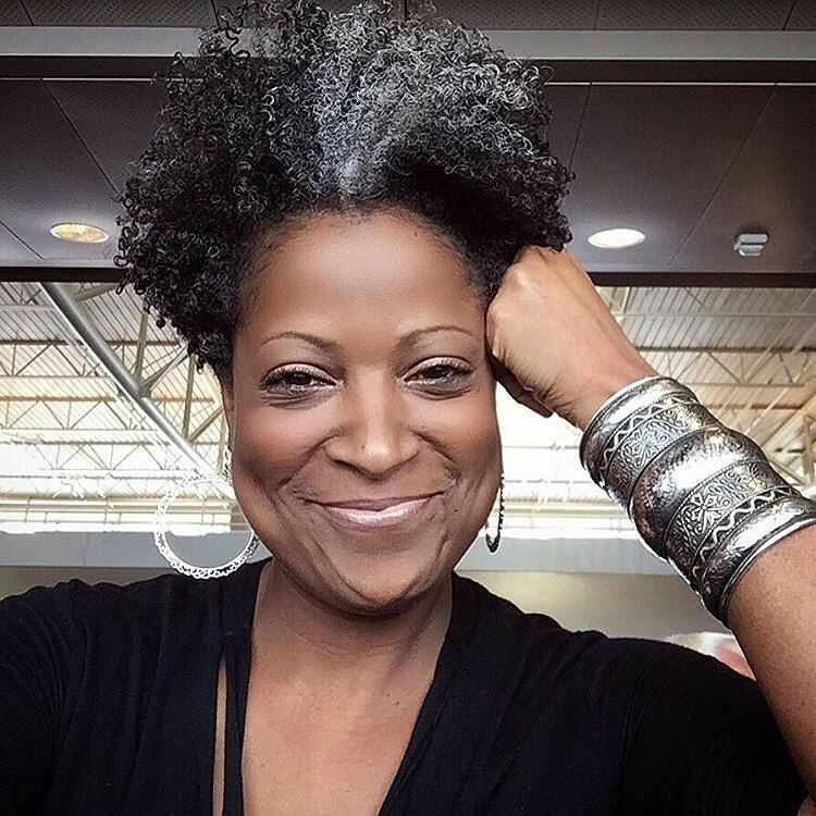 Here Are 15 Photos Of Salt And Pepper Hair Looks For Women Over 40 Rocking Their Natural Hair Looking Fa Gray Hair Beauty Short Natural Hair Styles Hair Styles