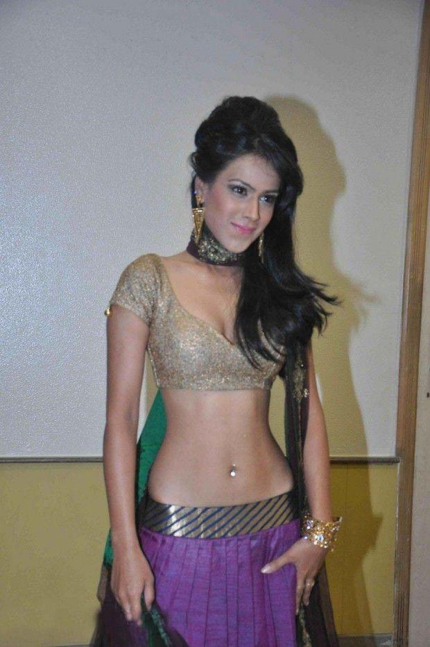 Nia Sharma Hot