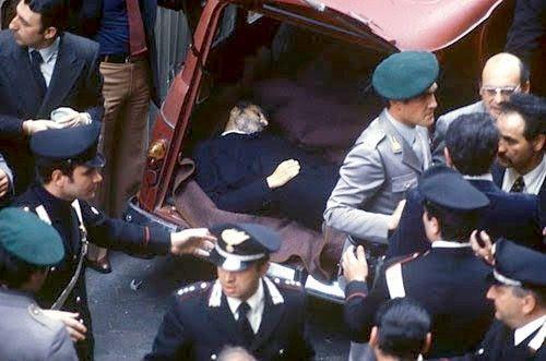 Aldo Moro furapito, in un agguato delle Brigate Rosse, la mattina del 16 marzo 1978. Venne, poi,assassinato la mattina del 9 maggio efatto