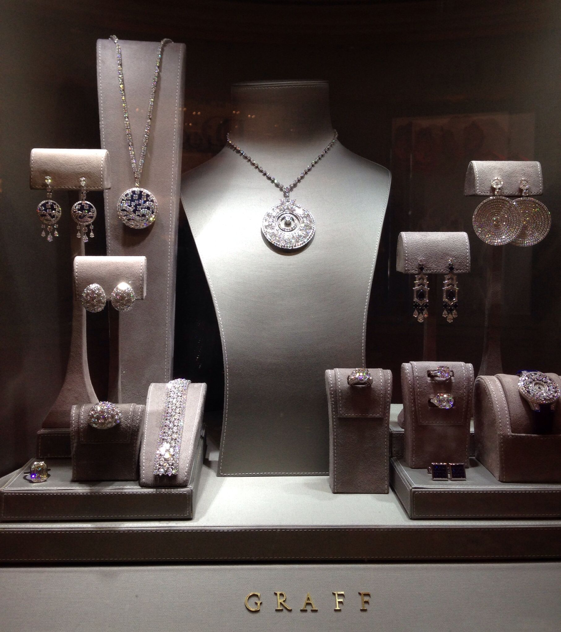 Jewelry Store Window Displays