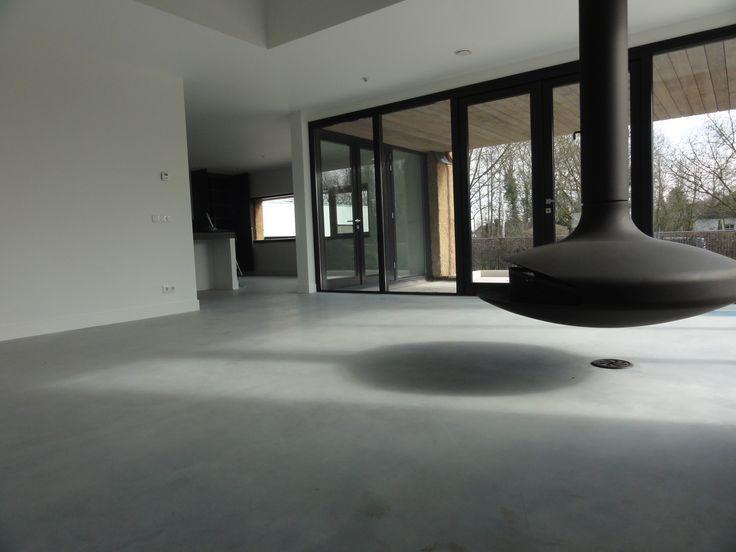 gevlinderde betonvloer, vrijhangende open haard FOCUS, woonkamer ...