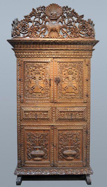 Colonial Cuzcanian Oak Armario. Rare decorative Art for sale on CuratorsEye.com
