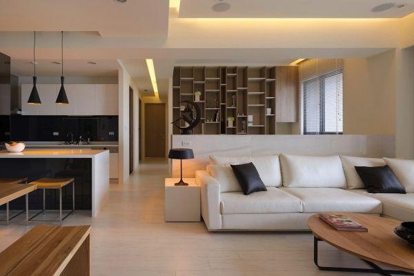 Offene Wohnung weißes Sofa-schwarze Kissen Regale - inspiration A - moderne wohnzimmer gestalten