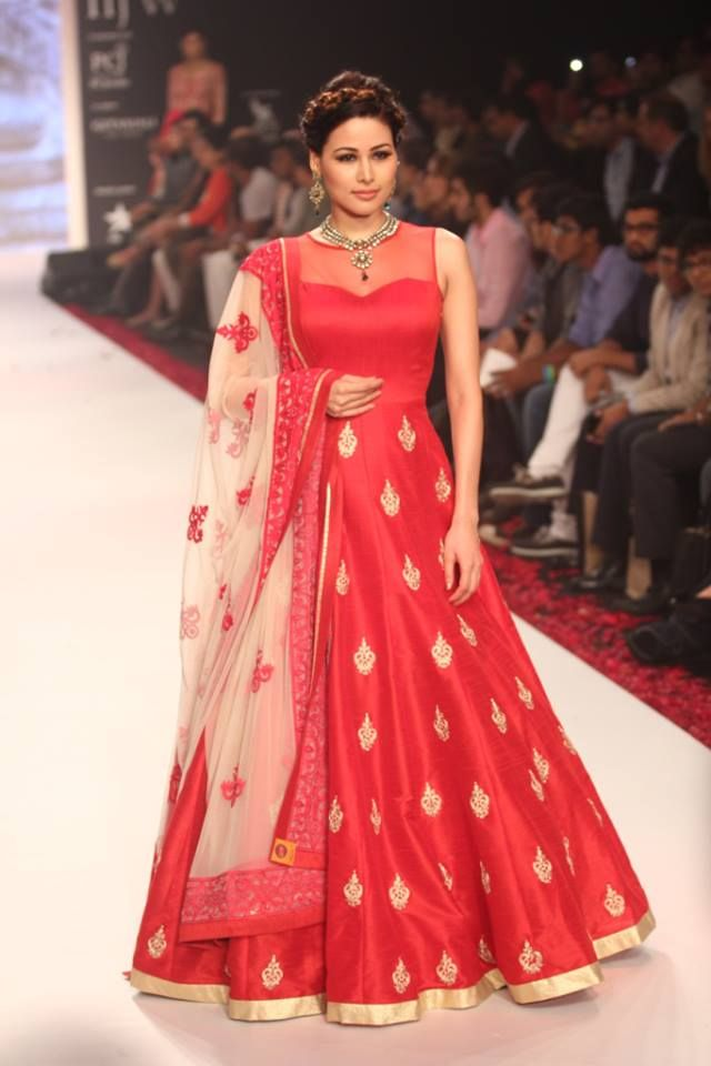 Vibrant floor length red #Anarkali #Dress outfit, Indian Fashion ...