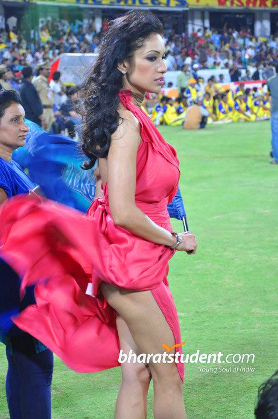 mumbai indian's supporter - upskirt, butt show. | indian actress
