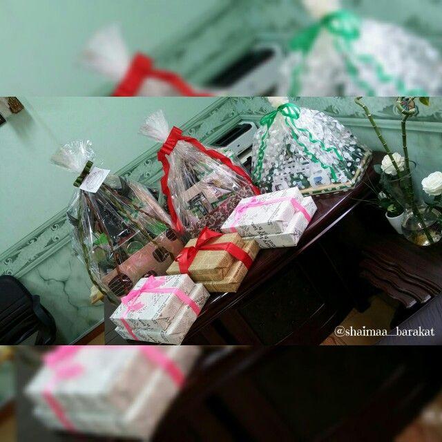 حينما تتساقط منا بعض الأحلام تنبت من بقاياها أحلام أخرى ربما أجمل أنقى وأصدق تصويري أعمالي تغليف هدايا تغليف Gift Wrapping Gifts Wrap