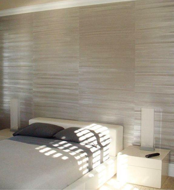 Wandgestaltung Schlafzimmer Mit Wandfarbe Grau Und Horizontalem  Streifen Muster Durch Wischtechnik