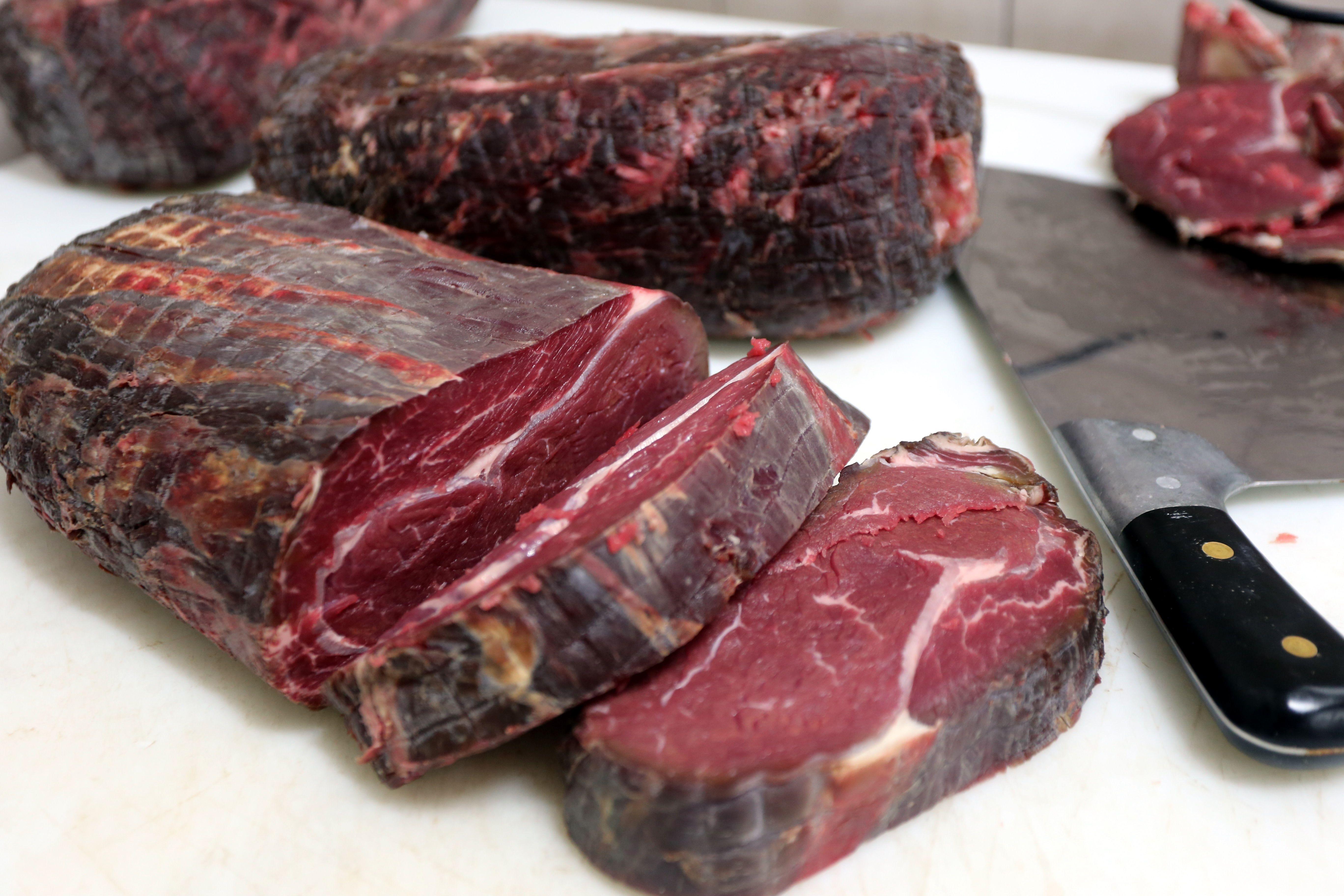 Entrecote Steak Dry Aged V Procesu Priprave Www Stari Pisker Com Staripisker Slovenia Celje Steak Steakhouse Restaurante Dry Aged Beef Aged Beef Beef