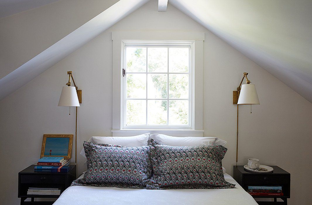 Inside a designer s absolutely charming and cozy nantucket for Minimalist cottage style