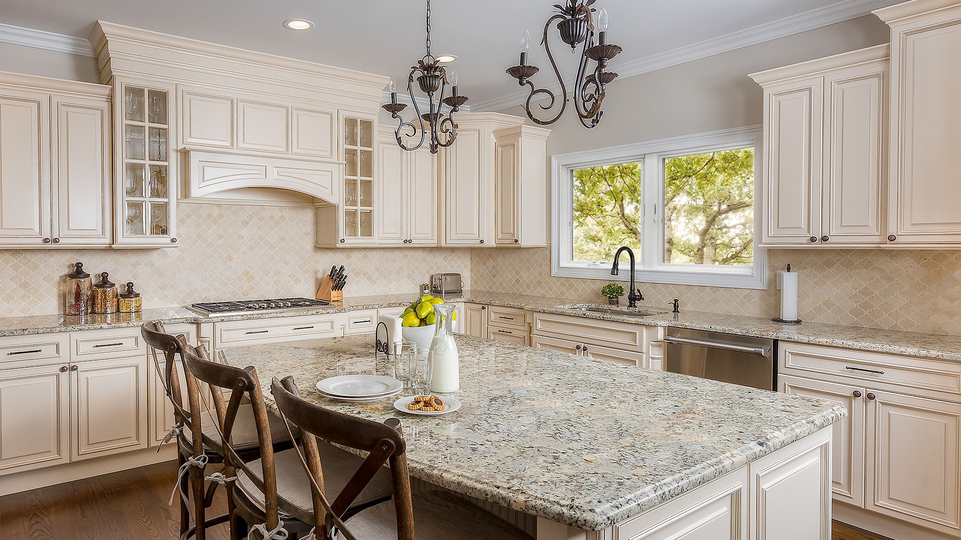 Wellington Ivory How Classy Is This Ivory Kitchen This Beautiful Is Traditional Kitchen Design Traditional Kitchen Cabinets Kitchen Remodel Images