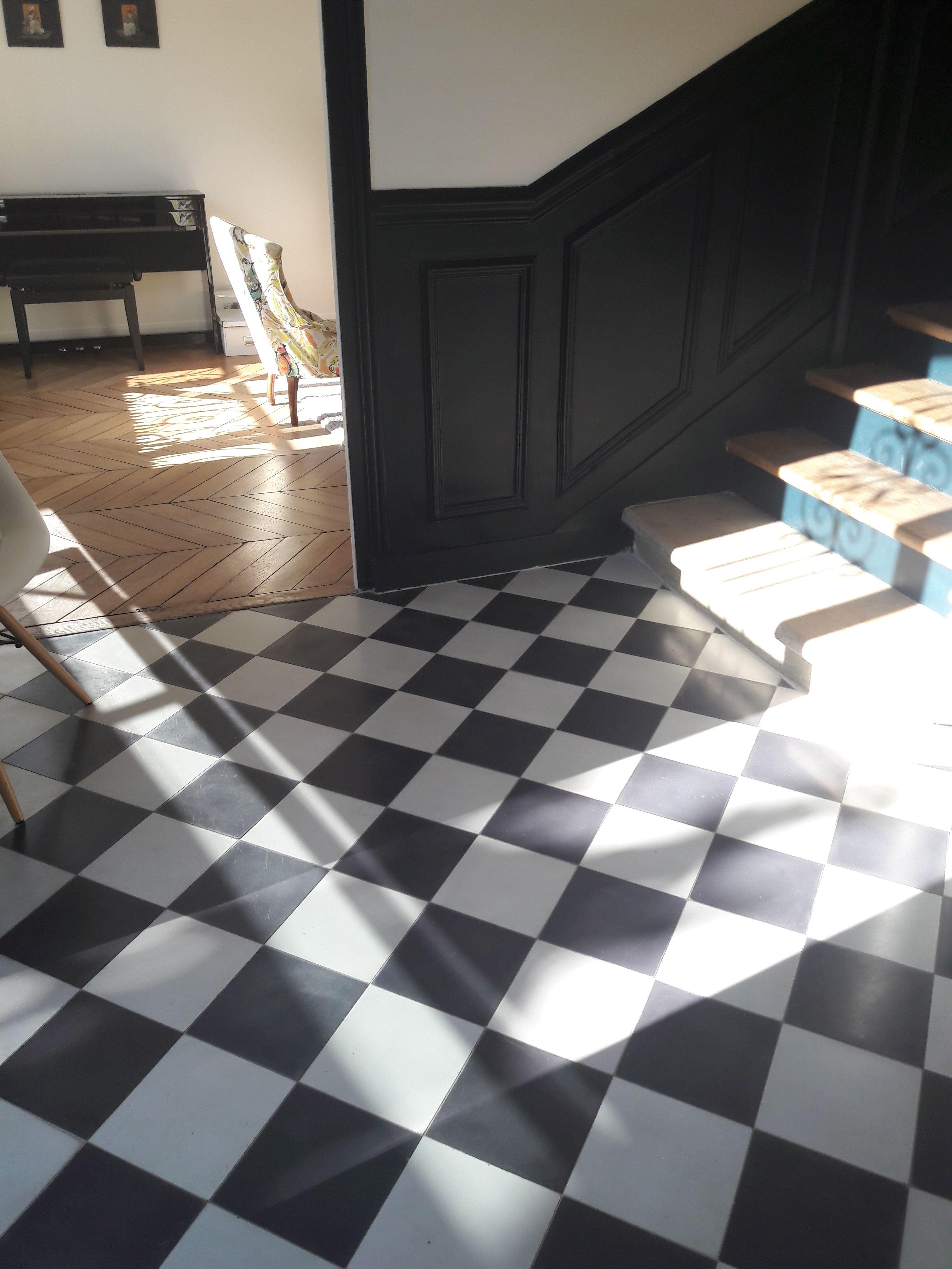 Au Sol Carreaux De Ciment Bahya Unis Noir Et Blanc Disposes En Damier On The Floor Bah Decoration Interieure Noir Et Blanc Tuile Carrelage Noir Et Blanc