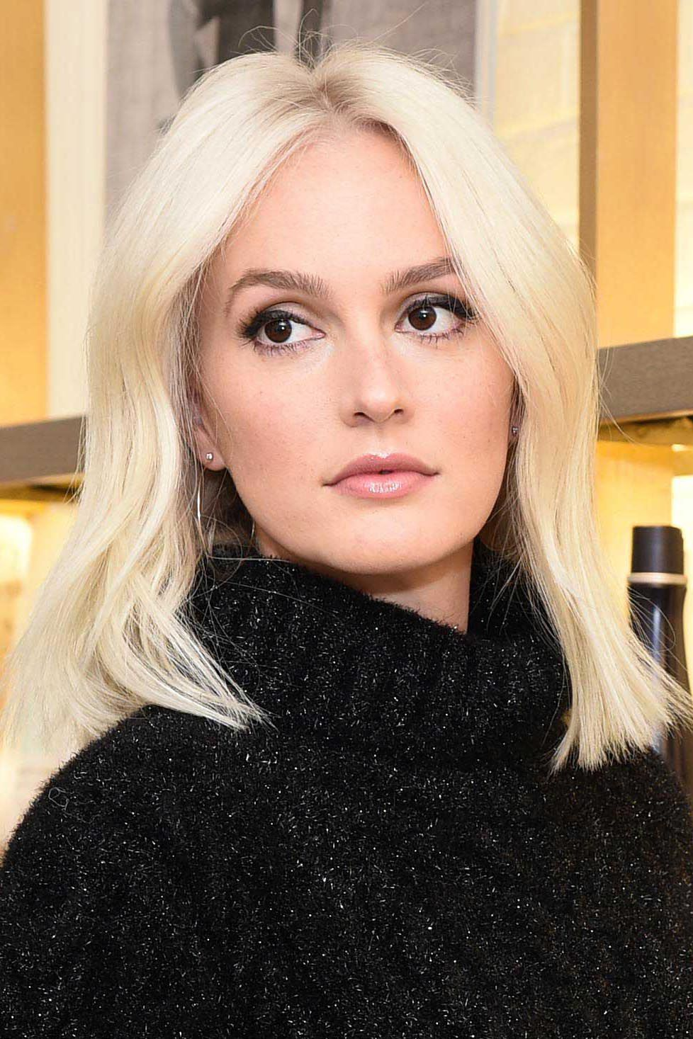 Leighton Meester Is Totally Unrecognizable As A Platinum Blonde Brown Eyes Blonde Hair Platinum Blonde Hair Blonde Hair Brown Eyes
