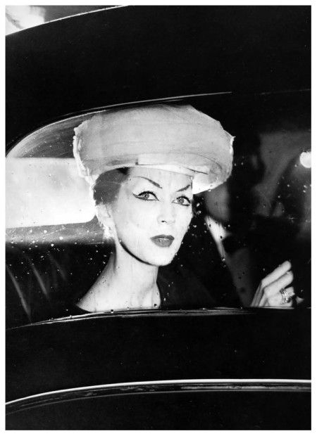 Dovima in hat by Balenciaga, photo by Avedon, Paris, August 1955