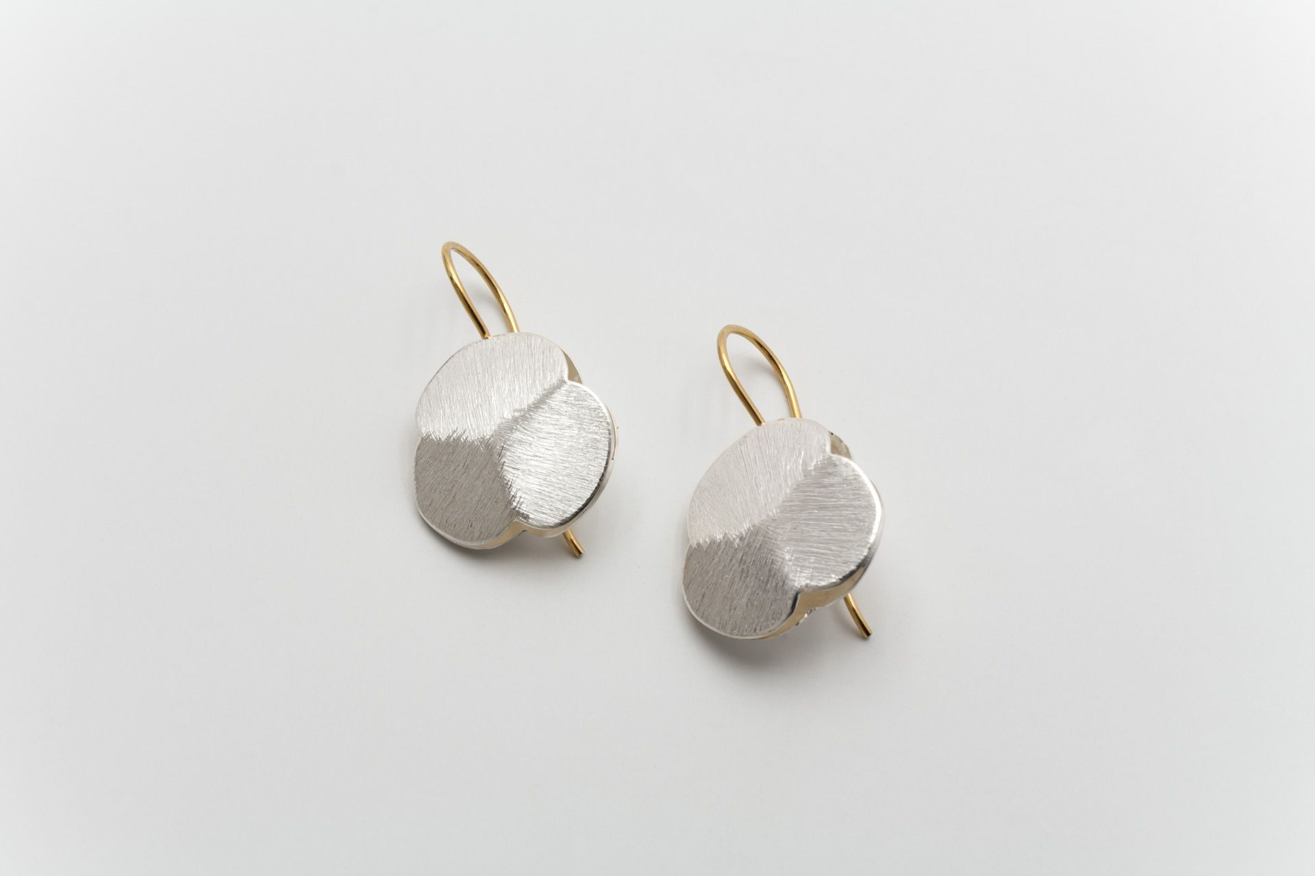Deco Echo Anna Król Brushed Silver Earrings Gemstones Pearls Contemporary Jewellery