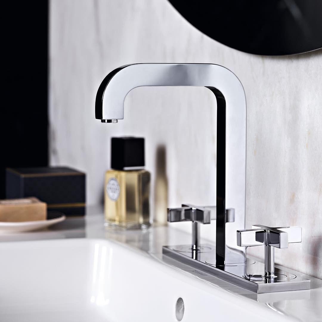 Precisely formed surfaces and edges in which light refracts and reflects.  #AXOR #AXORnordic #AntonioCitterio #design #interior #bathroom #bathroomdesign #mixer #inspiremeinterior #interiorinspirasjon #inredning