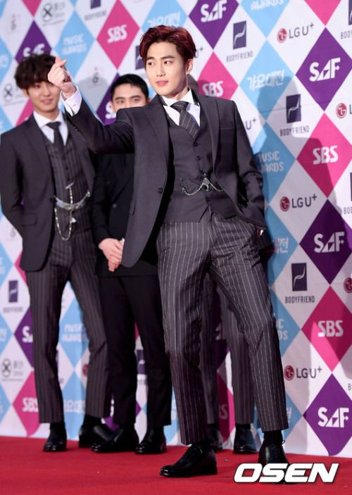 Suho - 161226 2016 SBS Gayo Daejun, red carpet Credit: OSEN. (2016 SBS 가요대전)
